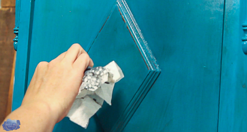 Painting Wood Furniture - The Layered Look with Chalk ...